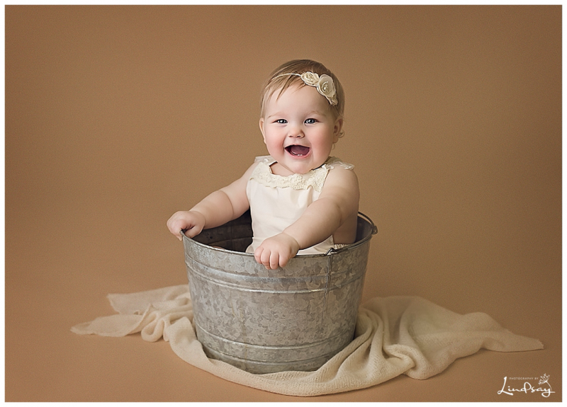 baby girl first birthday shoot photography by lindsay